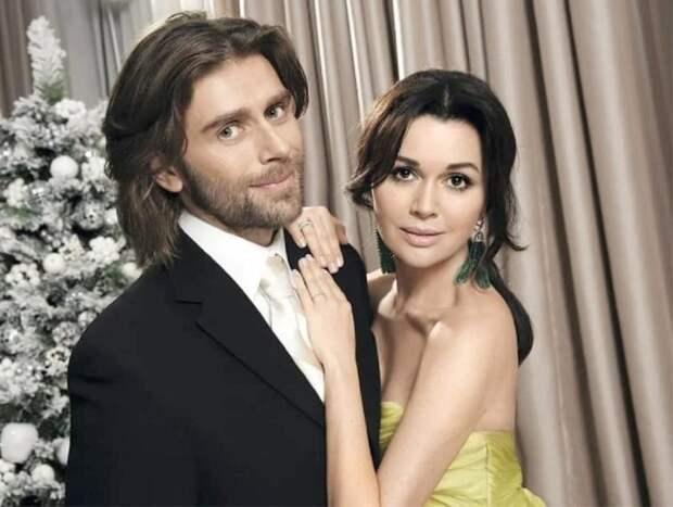 СМИ: ледовая школа мужа Анастасии Заворотнюк терпит крах