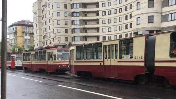 Два жителя Курска пострадали при сходе трамвая с рельсов