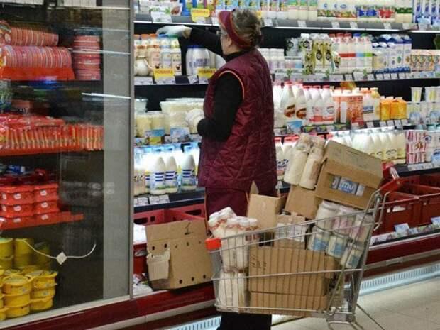 Четверть россиян признались в сокращении расходов на еду