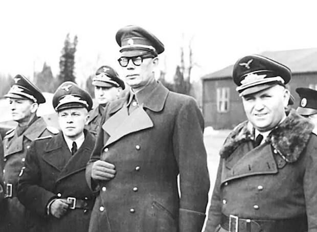 Как иуда Власов предал ещё и Гитлера