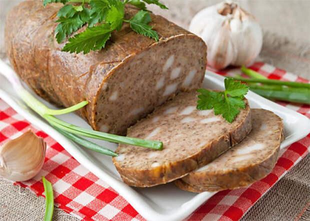 Домашняя печеночная колбаса с салом и чесноком