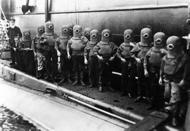 16. Экипаж подводной лодки в скафандрах, 1908 год. интересное, исторические фото, история, фото