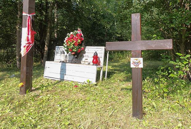 Памятный католический крест на месте гибели пассажиров Ту-154 под Смоленском