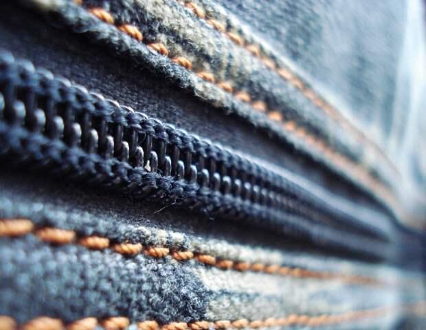 молния джинсов