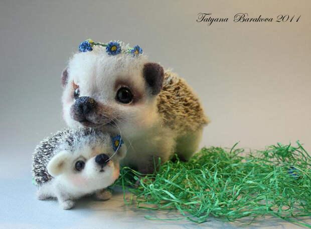 Войлочные игрушки - ежиха с ежонком. Фото