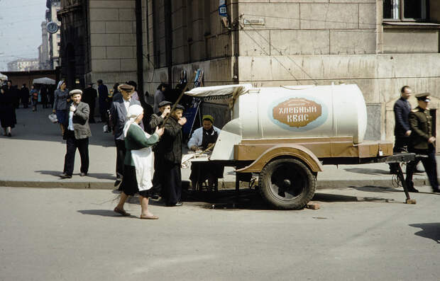 """Russia, soft drink vendor on Moscow street. A """"Kvass"""" soft drink"""