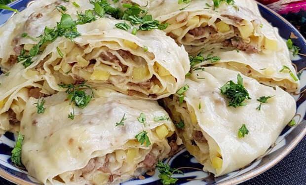 Сытный узбекский ужин: рулет с мясной начинкой и луком покоряет с первого укуса