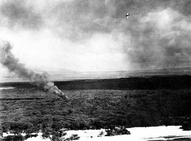 США самолет сбит японской Mitsubishi A6M2 ...