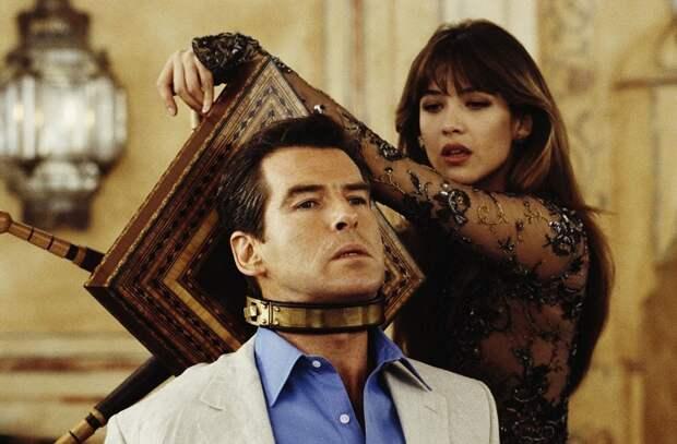 Французская киноактриса, кинорежиссёр и певица Софи в роли Электры Кинг в фильме «И целого мира мало», 1999 год.