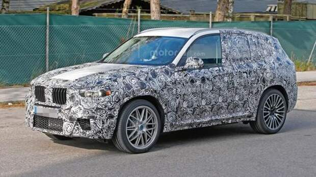 Огнем, наддувом и камуфляжем: BMW X3 M наводит ужас на соперников