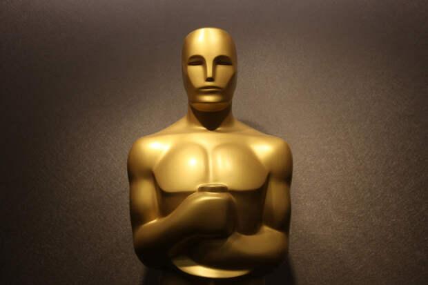 10 худших номинантов и обладателей Оскара 21 века