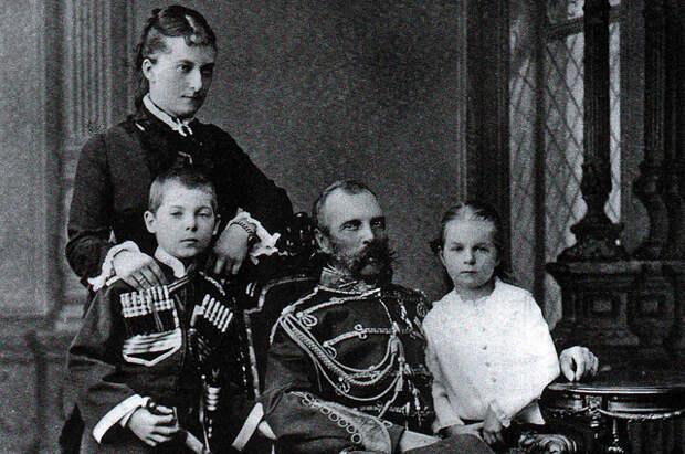 Александр II с Екатериной Долгоруковой и их детьми Георгием и Ольгой
