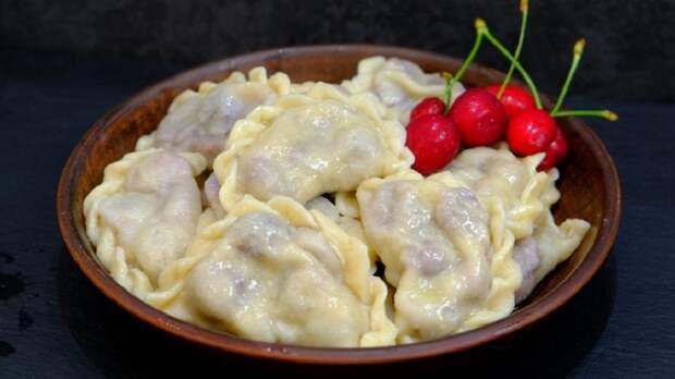 Бесподобные вишневые вареники: тонкое тесто и сочная начинка