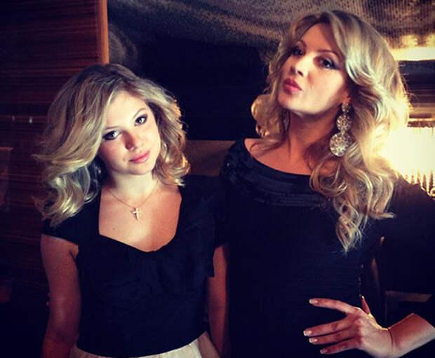 А девочки-то выросли! Самые красивые дочки звёздных родителей