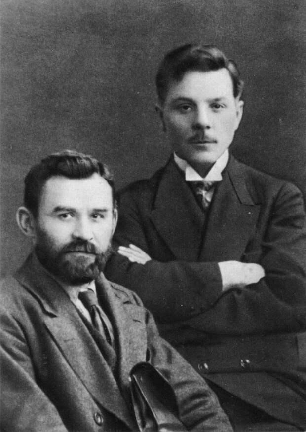 К. Е. Ворошилов и Г. И. Петровский. 1917 г.