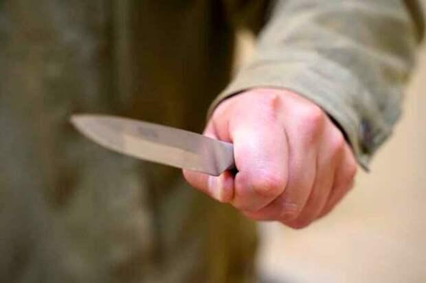 В Новой Москве кавалер ранил ножом свою девушку и пытался покончить с собой