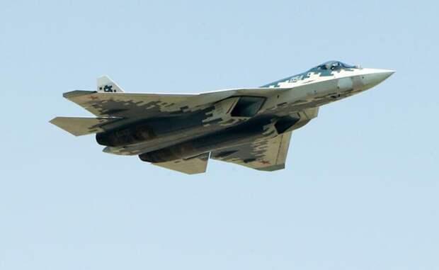 На фото: многофункциональный истребитель пятого поколения Су-57