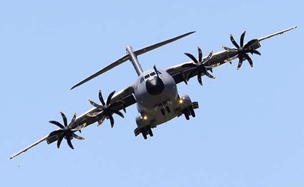 В Испании военный самолет упал на завод Coca-Cola