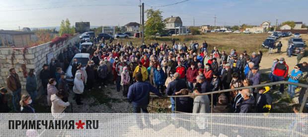 Тысячи крымчан из «Степного» попросили Аксенова вернуть им воду