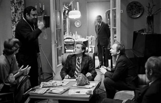 Эльдар Рязанов, Олег Басилашвили и Андрей Мягков на съёмках фильма «Служебный роман».jpg