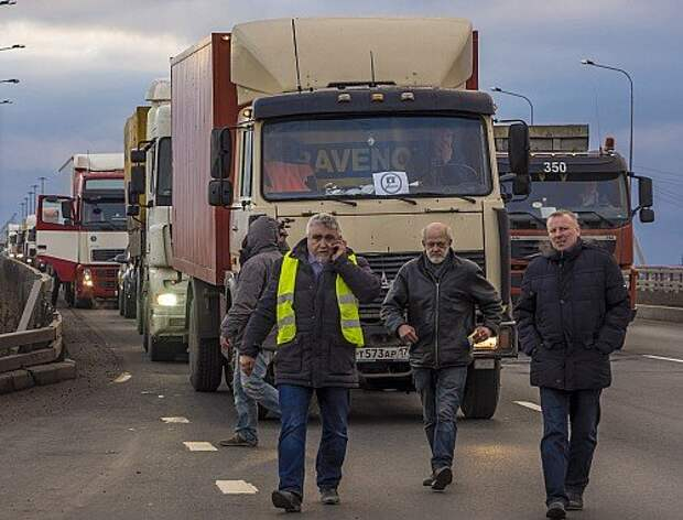 Truck drivers protest against Platon ETC system in St Petersburg