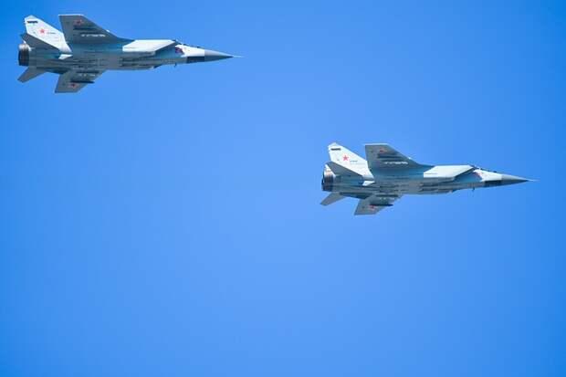 Опубликовано видео перехвата российским истребителем МиГ-31 самолета-разведчика США