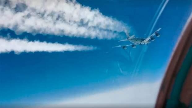 МиГ-31 перехватил американский самолет-разведчик возле Камчатки