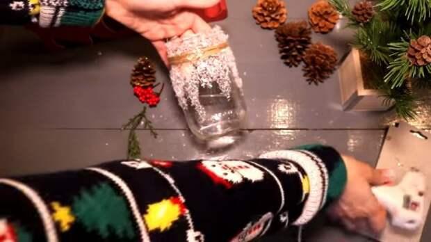 Стеклянные банки — идеальный декор на Новый год