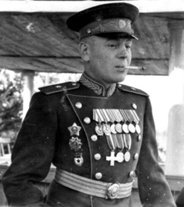 Василий Сталин. Желание послать сына в космос у Иосифа Виссарионовича появилось ещё в военные годы.