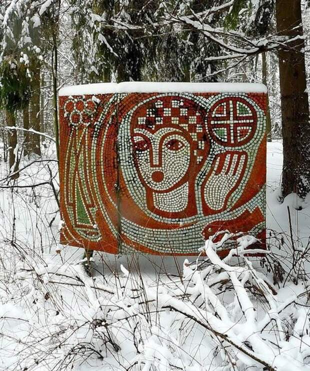 """Мозаичные панно — советское """"граффити"""" — в заброшенных пионерских лагерях"""
