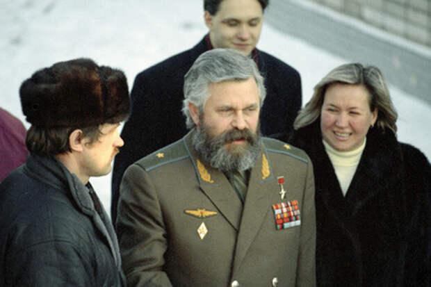 Раскрыты неизвестные факты из биографии бывшего вице-президента Александра Руцкого.