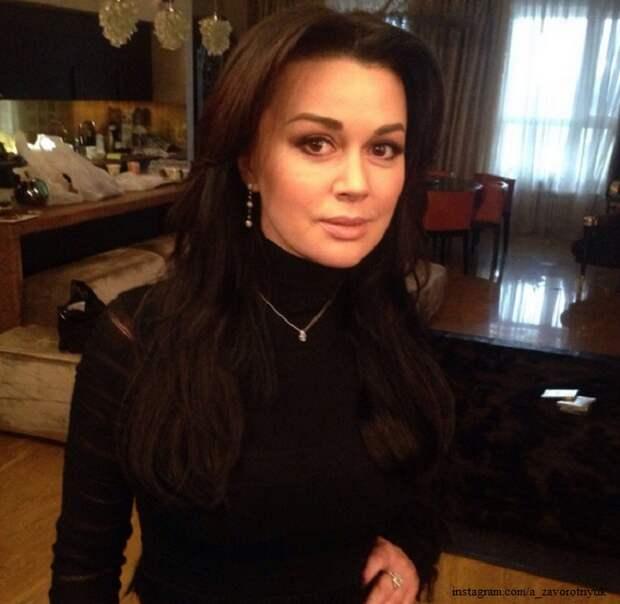 Бизнес Анастасии Заворотнюк прикрыла налоговая
