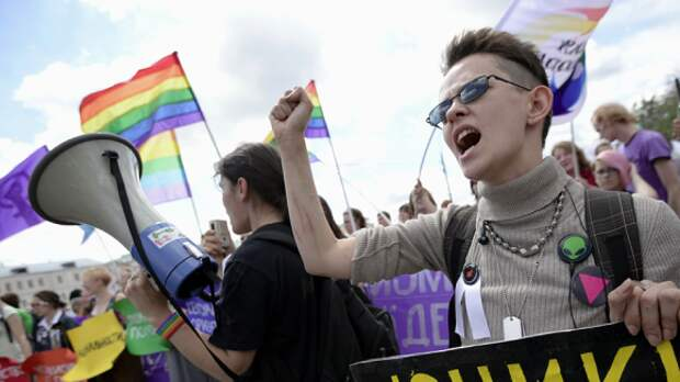 Для дискредитации российских чиновников используют ЛГБТ-активистов