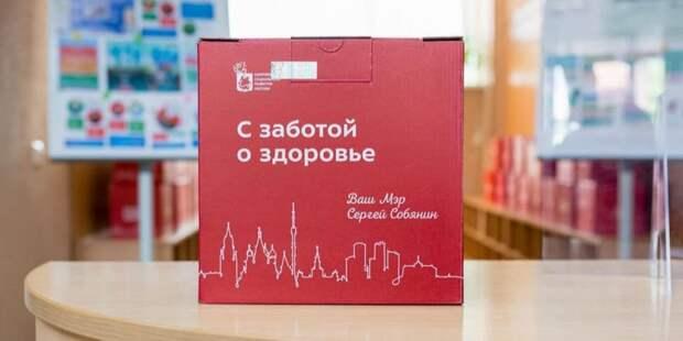 Привившиеся повторно от COVID-19 пенсионеры получат набор «С заботой о здоровье» - Собянин. Пресс-служба Департамента труда и социальной защиты населения города Москвы