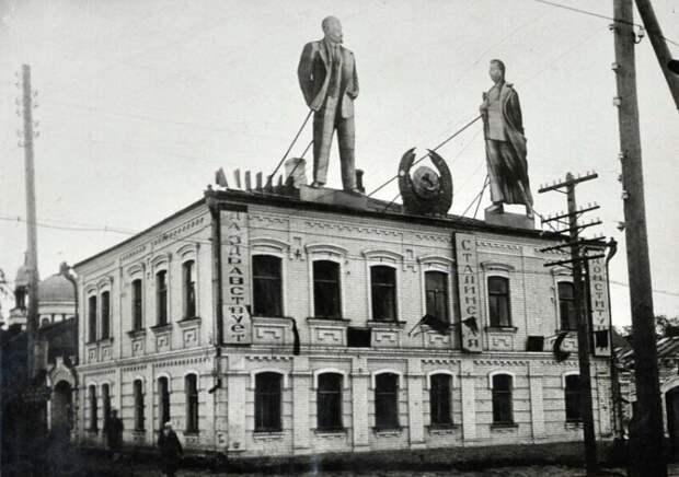 Наглядная агитация в Уржуме, 1930-е годы. история, ретро, фото, это интересно