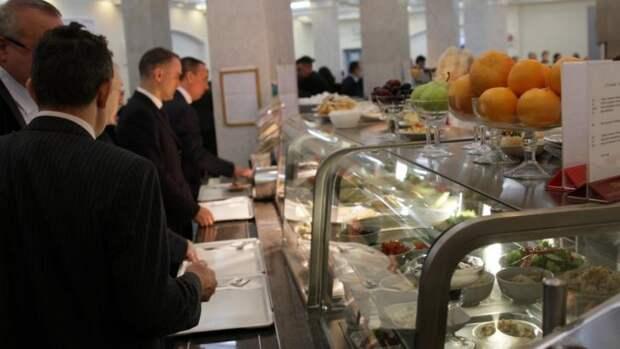 Депутат опубликовал меню с ценами на обед в столовой Госдумы
