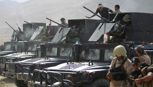 Бойцы местных сил самообороны и военные силы армии Ирака неподалеку от Байджи. Ирак, октябрь 2015