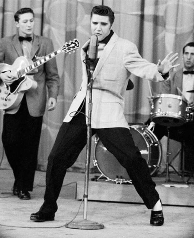 В 1955 году упоминания в Книге рекордов Гиннесса удостоился «король рок-н-ролла» Элвис Пресли, сразу 17 синглов которого в разное время заняли первую строчку хит-парада Billboard Hot 100.
