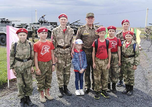 Юнармейцы отряда «Октябрьский резерв» посетили боевые стрельбы командующих объединениями ЮВО
