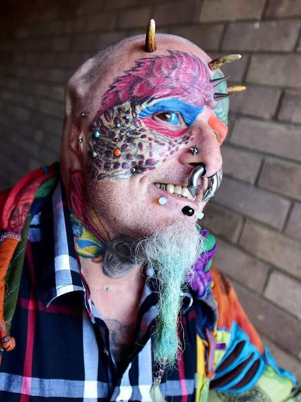 Бодибезумие, человек-попугай, Тед Ричардс, Ted Richards, отрезал себе уши, человек попугай отрезал уши