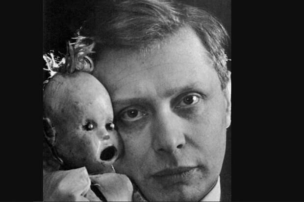 Кукловод Сергей Образцов со своими экзотическими куклами
