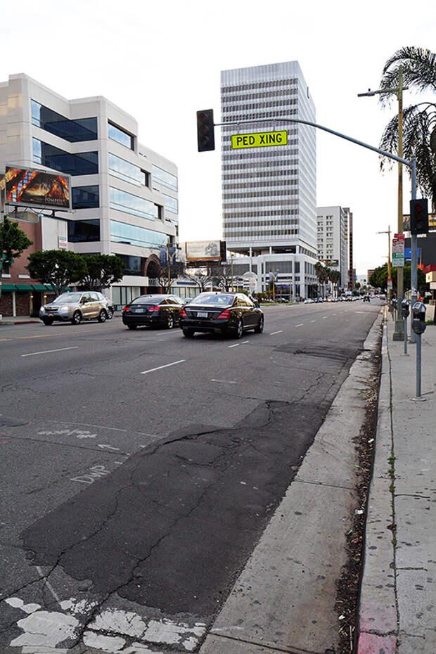 Частенько крайний правый ряд часто предназначен для автобусов. Никаких камер и запрещающих знаков не понадобится если построить BUS LANE по данной технологии. америка, асфальт, дороги, лос-анджелес