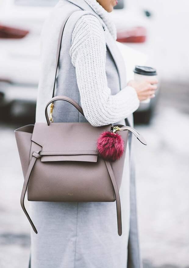 Помпон на сумке 2