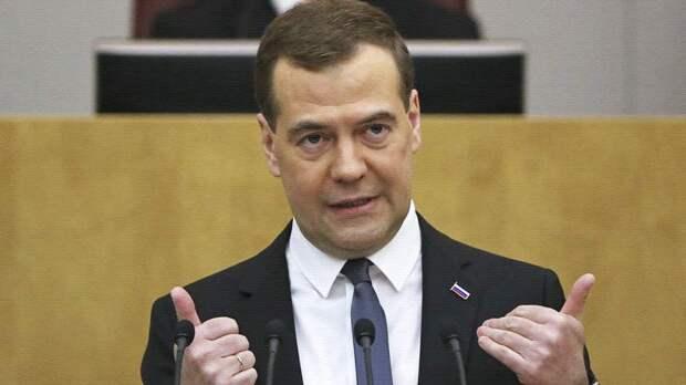 Медведев считает, что Россия сумела избежать политического кризиса. Спорное утверждение