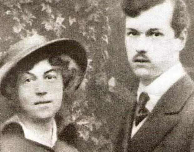 Шура Коллонтай с мужем Владимиром