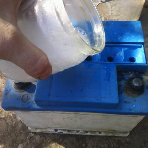 Как долить воду в аккумулятор: типичные ошибки