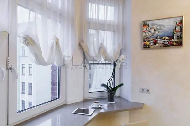 Окно на кухне, шторы драпировка