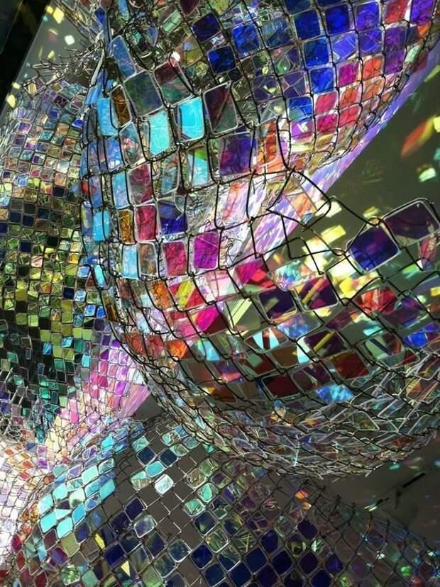 Трудозатратно, но очень красиво - цветные стеклышки Фабрика идей, дача, забор, сетка Рабица, украшение