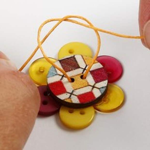 Детские брошки из пуговиц (5) (220x220, 42Kb)