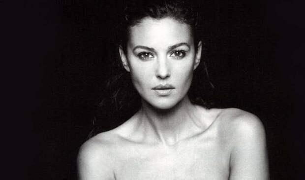 Из откровенной фотосессии в воде, американская версия (европейская версия намного эротичнее) актриса, знаменитости, кинодива, красота, моника беллуччи, самая сексуальная женщина, секс-символы, фото